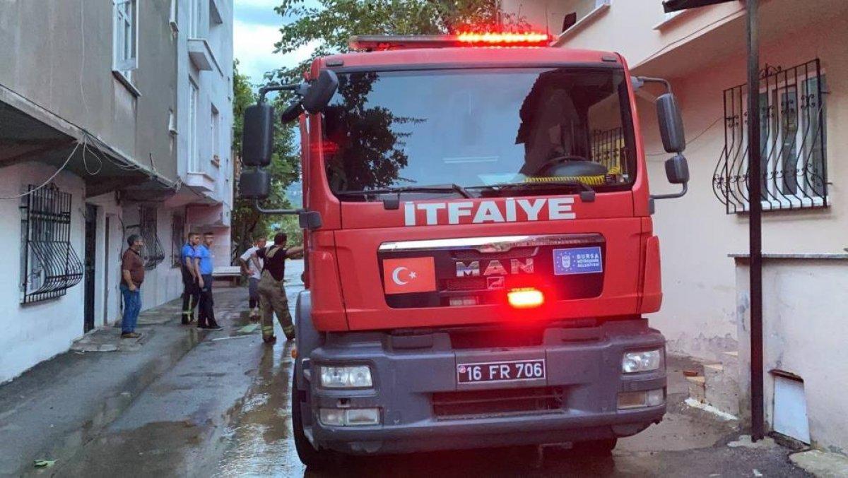Bursa da sağanak yağış etkili oldu: Ev ve iş yerlerini su bastı  #9
