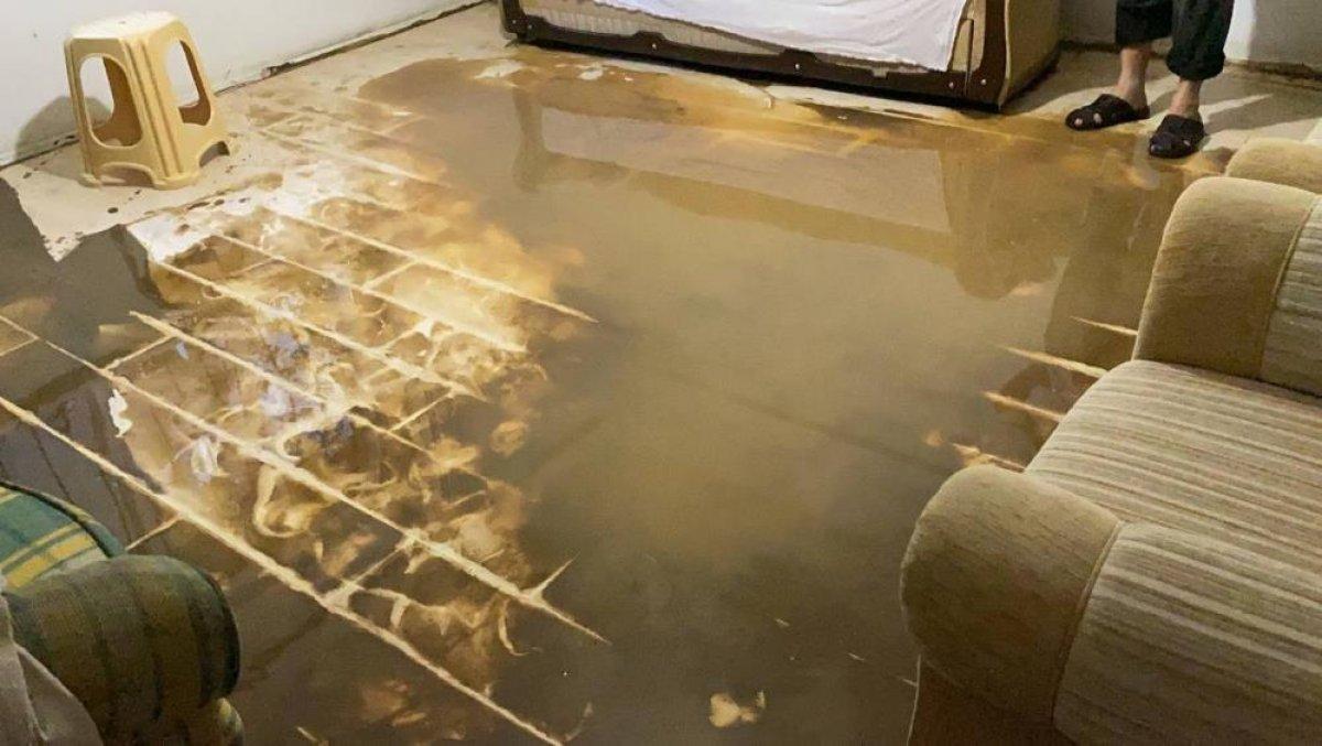 Bursa da sağanak yağış etkili oldu: Ev ve iş yerlerini su bastı  #8