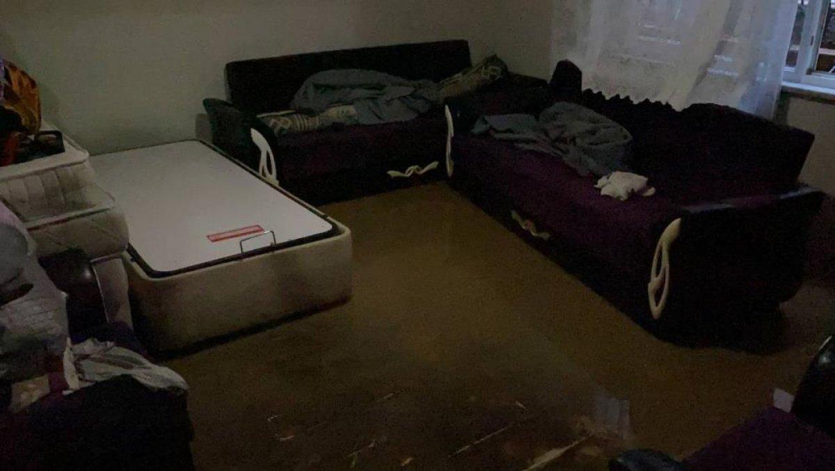Bursa da sağanak yağış etkili oldu: Ev ve iş yerlerini su bastı  #7
