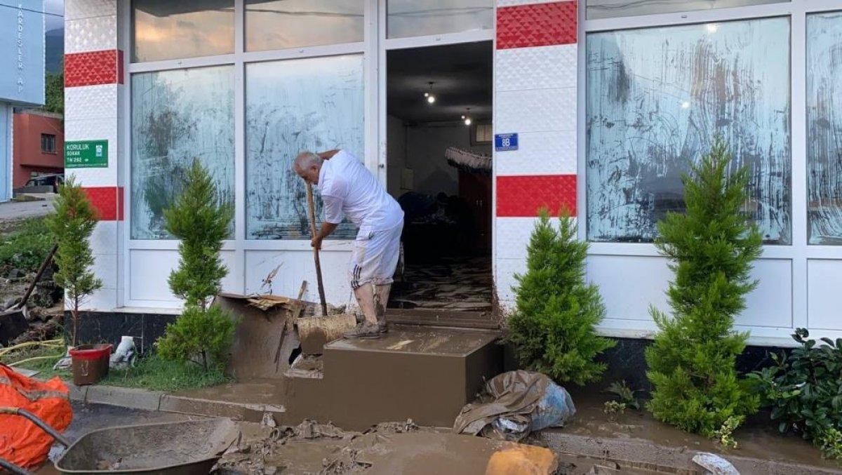 Bursa da sağanak yağış etkili oldu: Ev ve iş yerlerini su bastı  #3