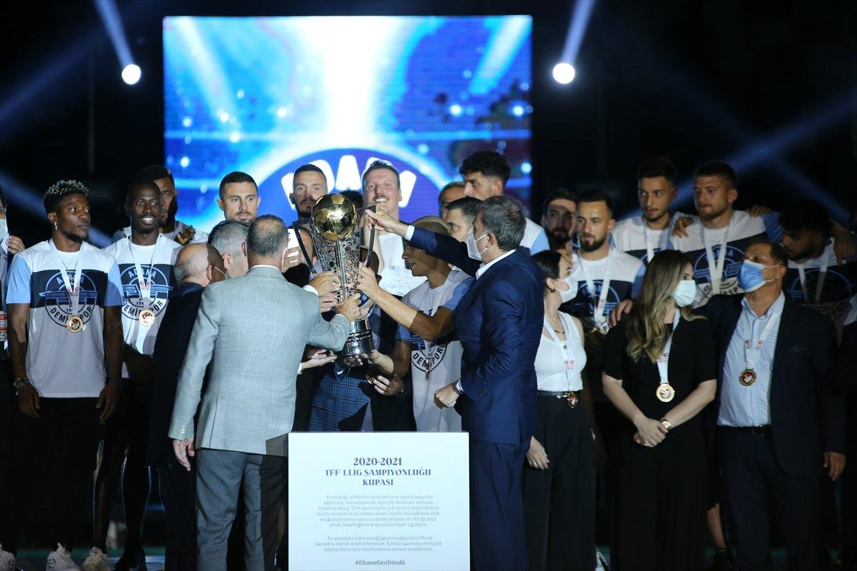 Adana Demirspor şampiyonluk kupasını kaldırdı #2