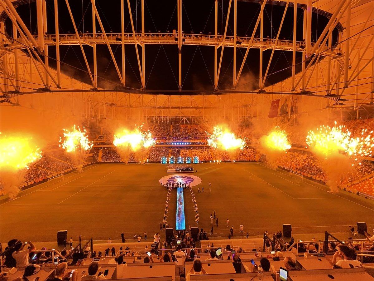 Adana Demirspor şampiyonluk kupasını kaldırdı #4