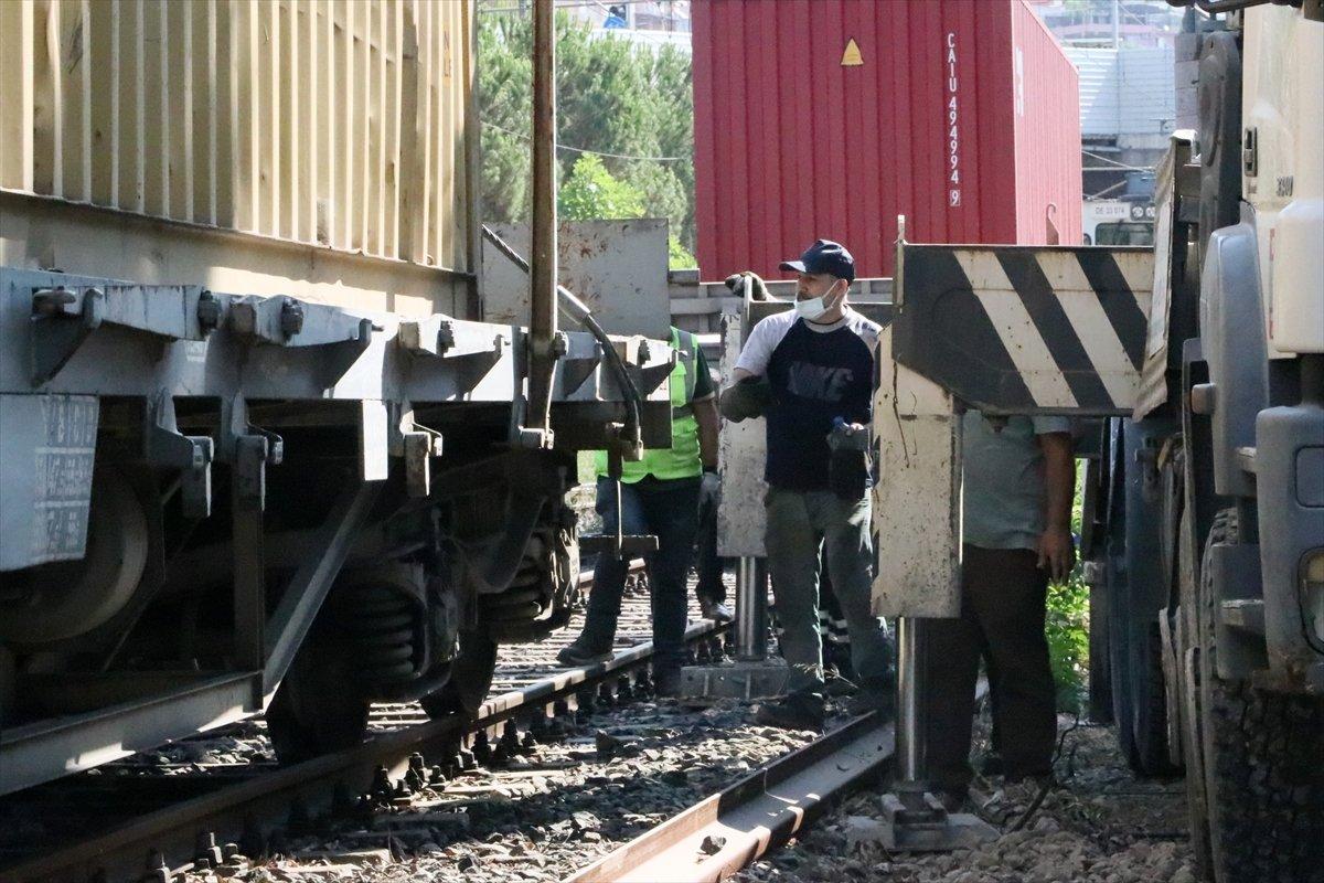 İzmir de yük treni taydan çıktı #1