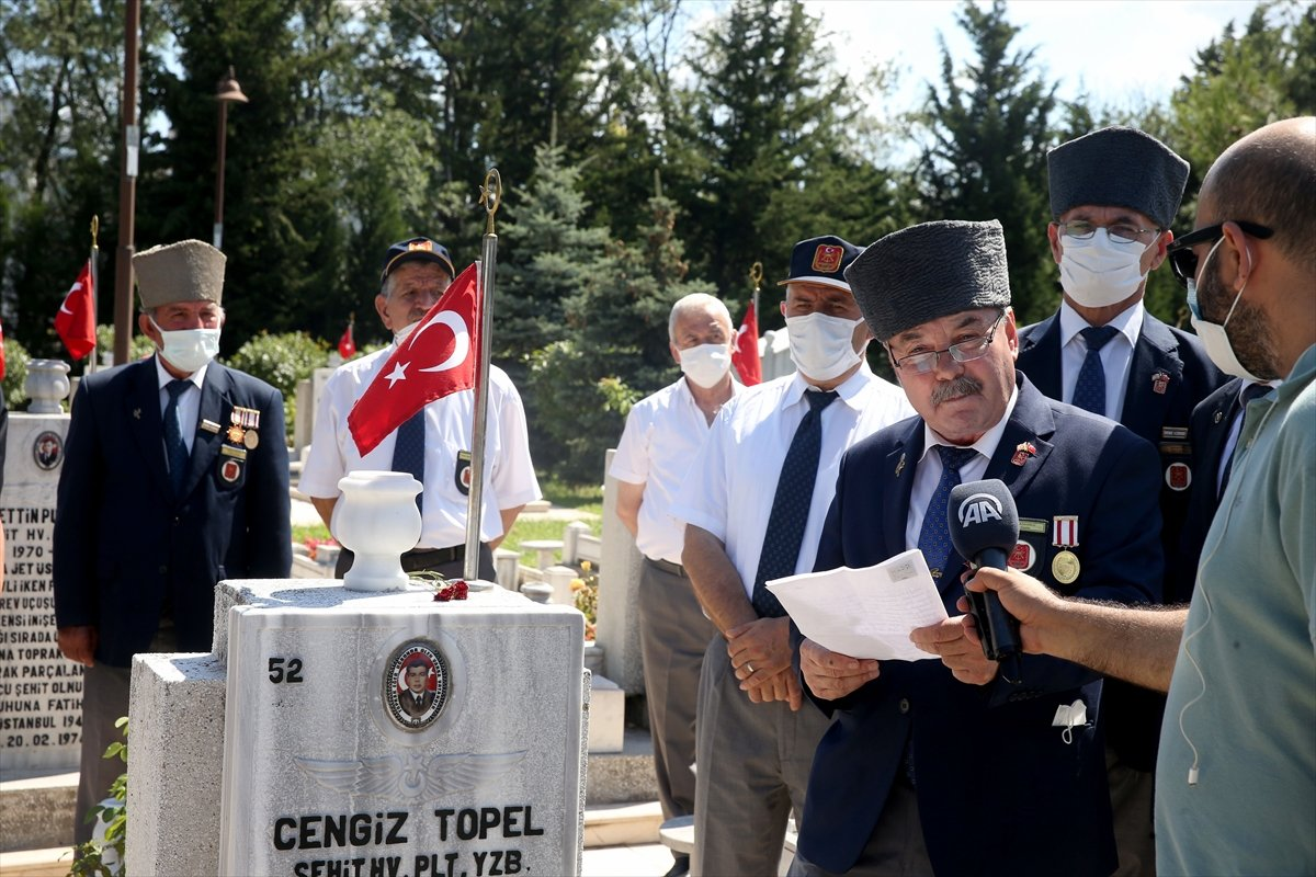 Şehit Pilot Yüzbaşı Cengiz Topel mezarı başında anıldı  #3
