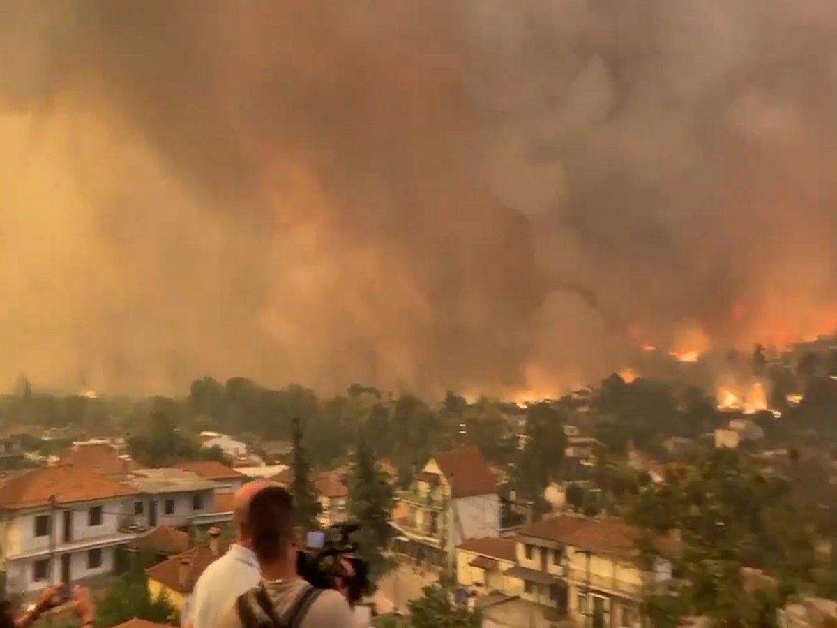 Yunanistan ın Eğriboz adasında yangının korkutucu görüntüleri #1