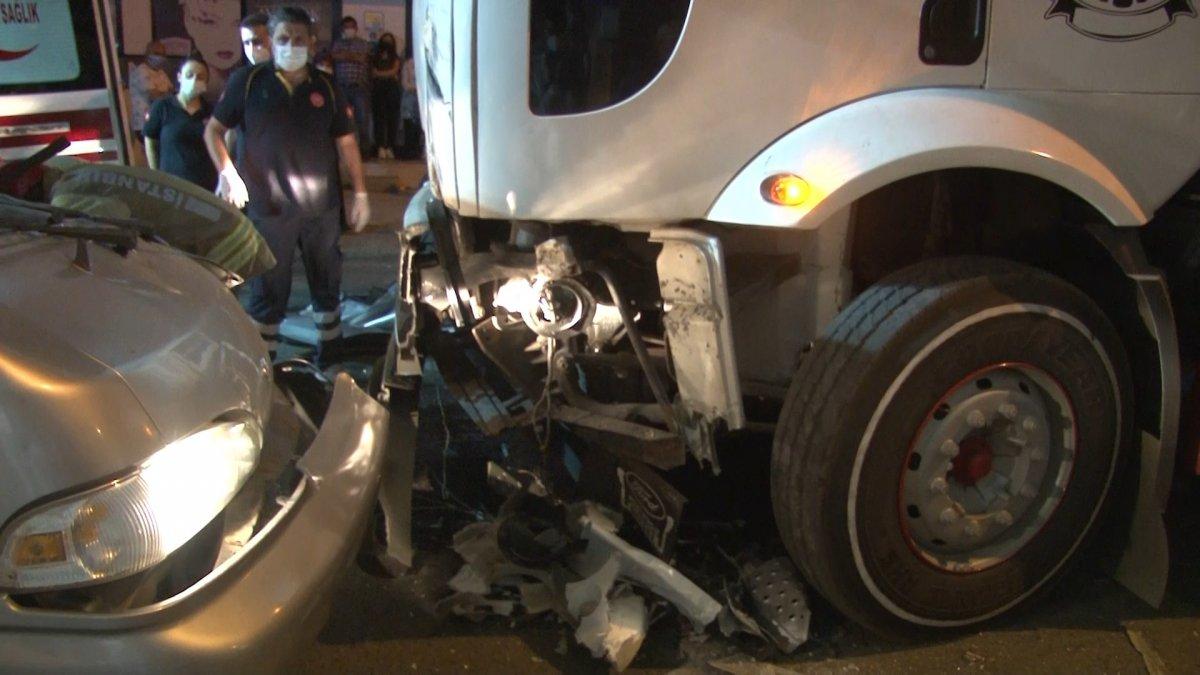 İstanbul da tır ile minibüs çarpıştı #2