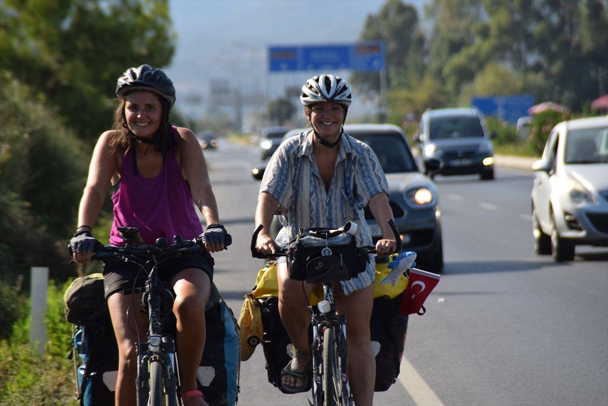 Avusturya'dan bisikletle yola çıkan 3 kadın, bir ayda Türkiye ye ulaştı #2