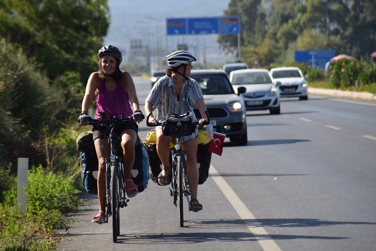 Avusturya'dan bisikletle yola çıkan 3 kadın, bir ayda Türkiye ye ulaştı #1