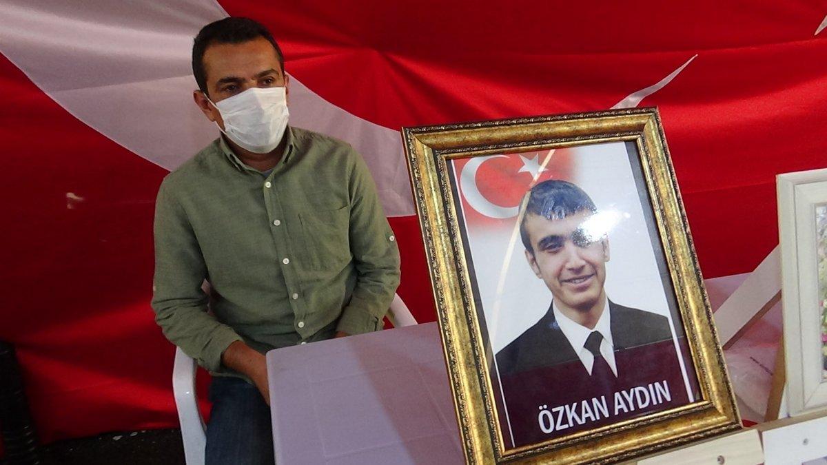 Diyarbakır da evlat nöbeti tutan baba, orman yangınlarına tepki gösterdi #2