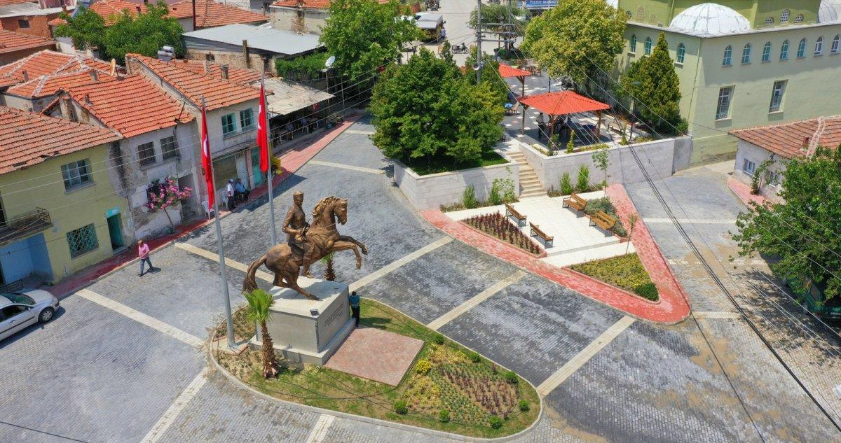 CHP li Saruhan Belediyesi nden heykel açılışı #1