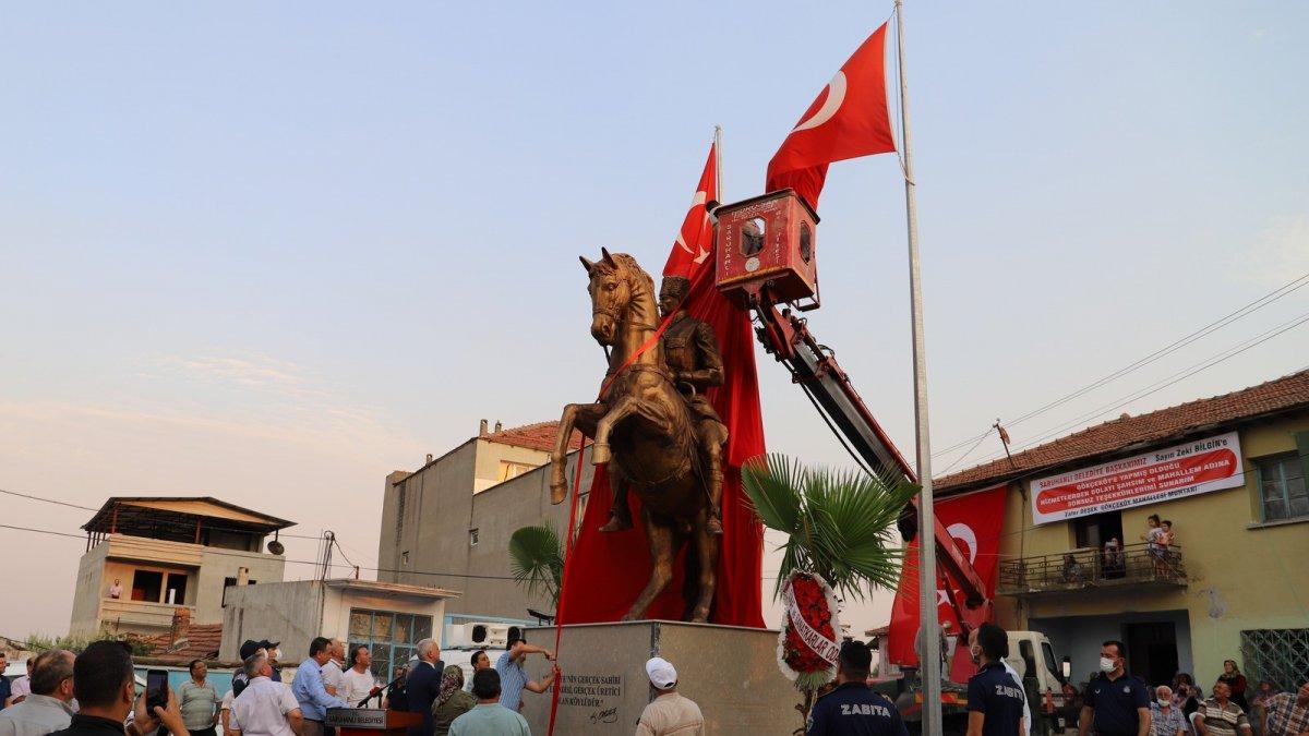 CHP li Saruhan Belediyesi nden heykel açılışı #4