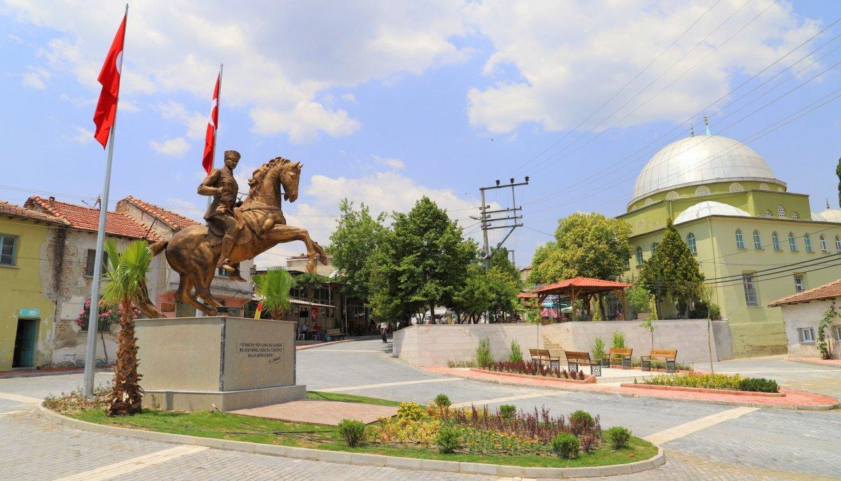 CHP li Saruhan Belediyesi nden heykel açılışı #3
