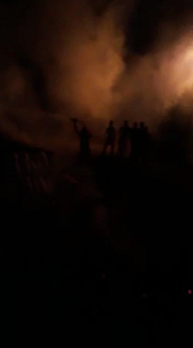 Ağrı da tezeklerin tutuşması sonucu yangın meydana geldi #1