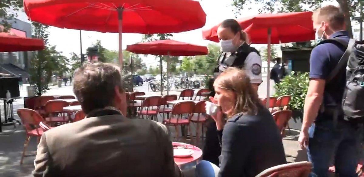 Fransa'da polisler, kafelerde koronavirüs kartı kontrolü yaptı #1