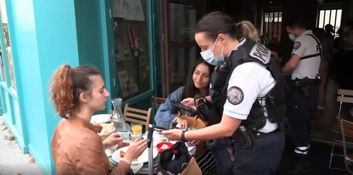 Fransa'da polisler, kafelerde koronavirüs kartı kontrolü yaptı #4