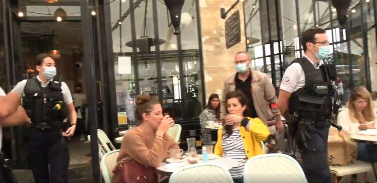 Fransa'da polisler, kafelerde koronavirüs kartı kontrolü yaptı #3