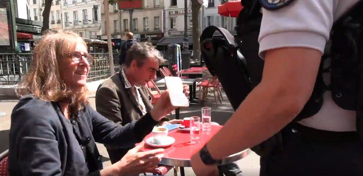 Fransa'da polisler, kafelerde koronavirüs kartı kontrolü yaptı #2