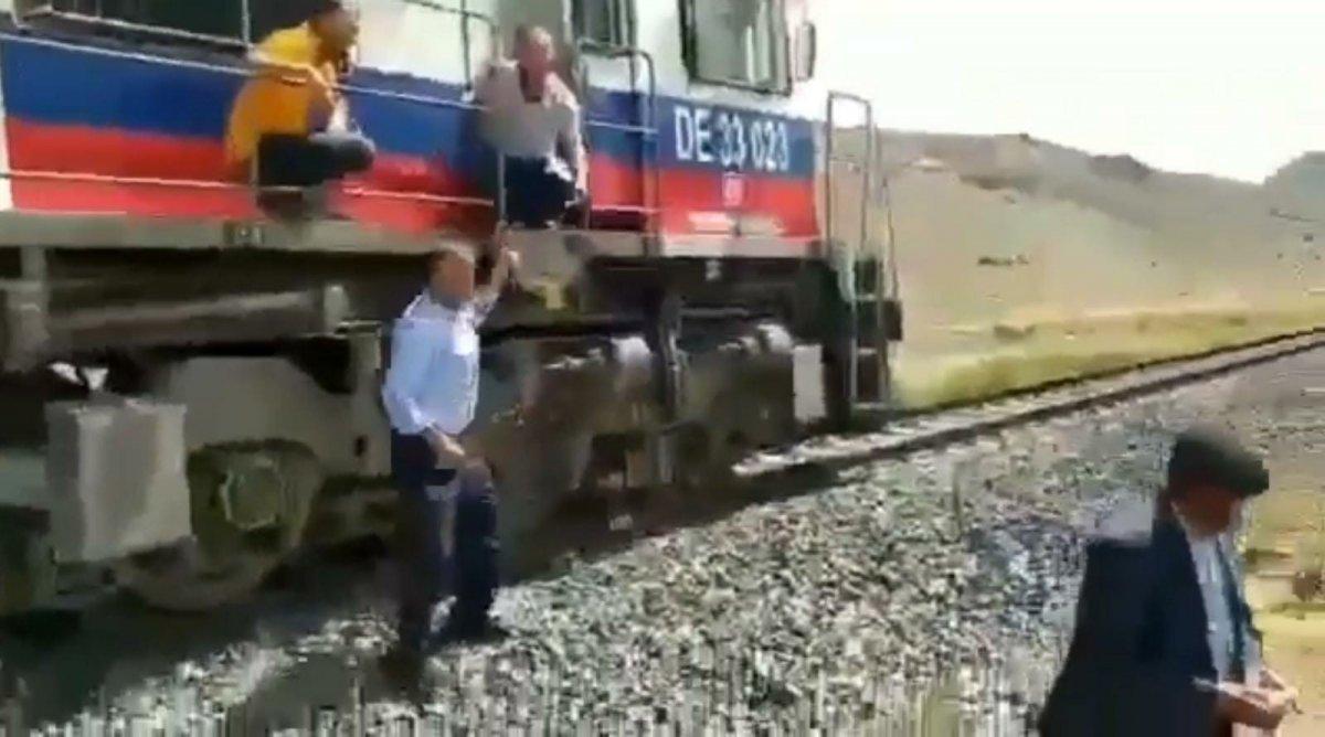 Van'da makinistler, trenle düğün konvoyunun önünü kesti  #3