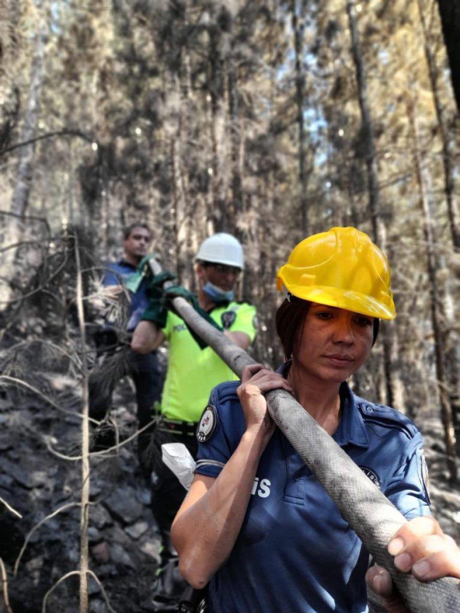 Polis ekipleri, orman yangınlarının meydana geldiği bölgeden ayrılmıyor #4