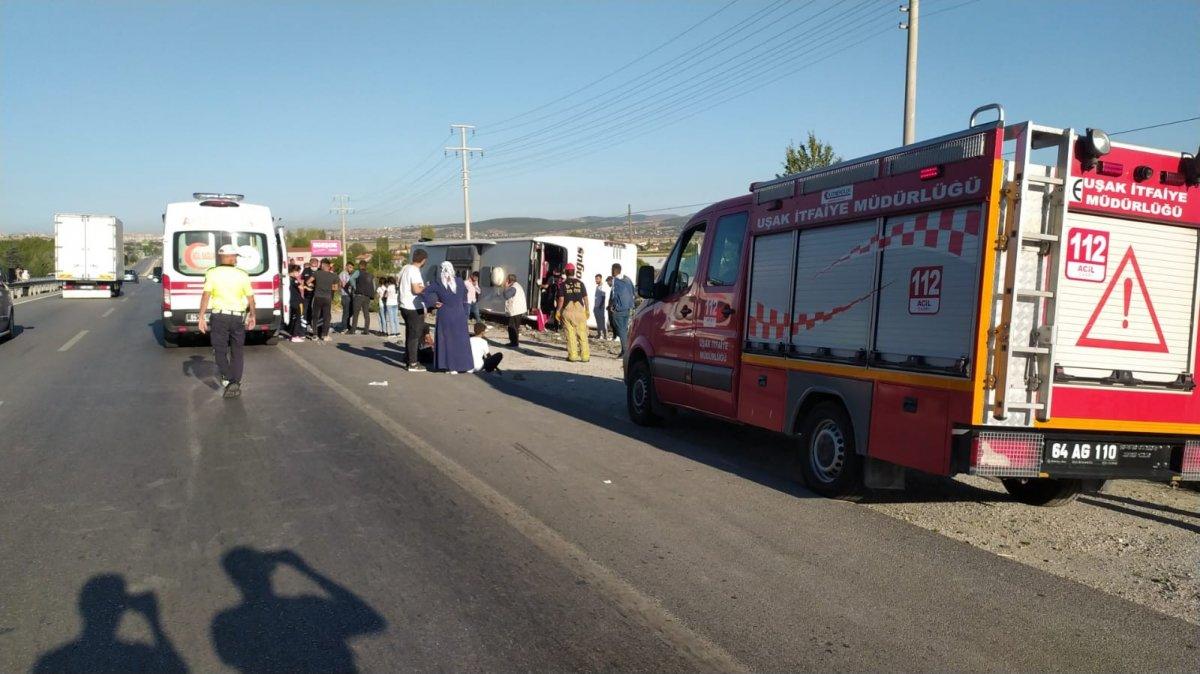 Uşak ta otobüs şarampole yuvarlandı: 30 yaralı #5
