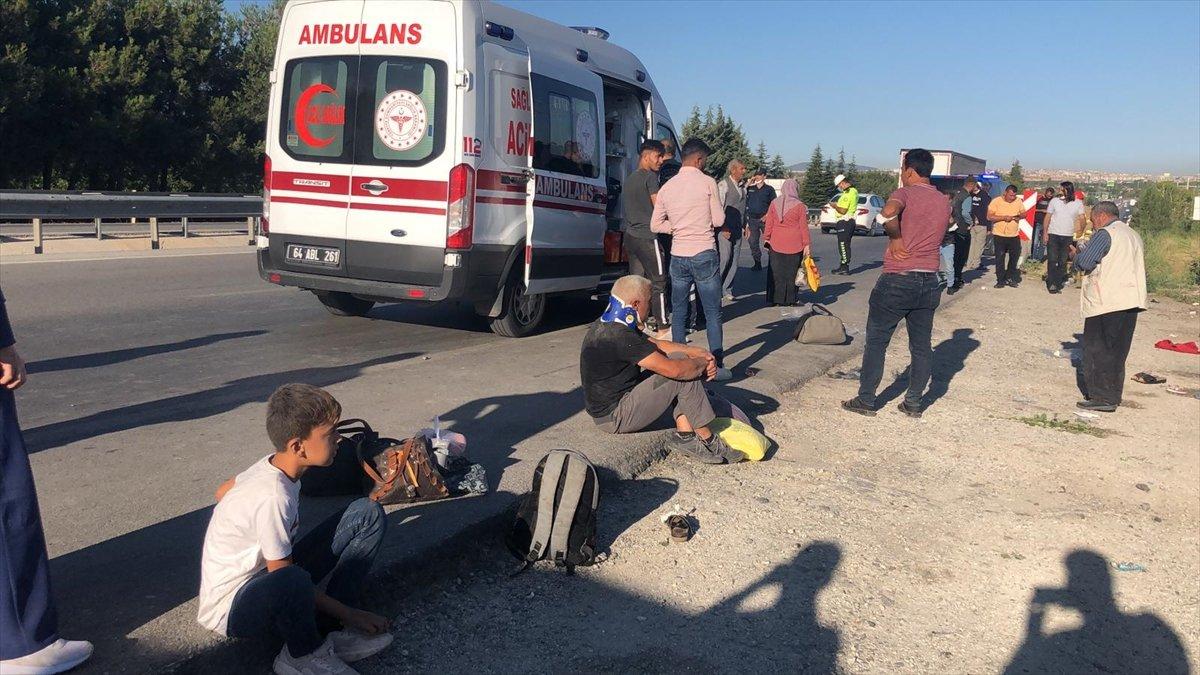 Uşak ta otobüs şarampole yuvarlandı: 30 yaralı #2