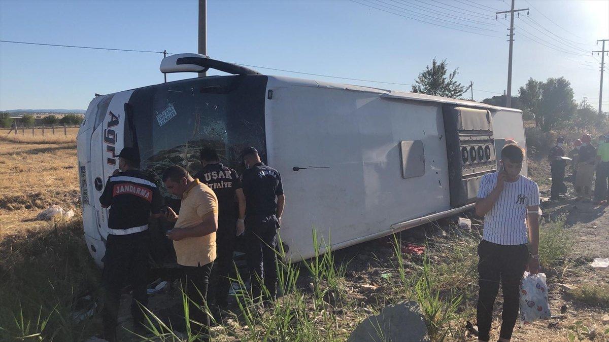 Uşak ta otobüs şarampole yuvarlandı: 30 yaralı #3