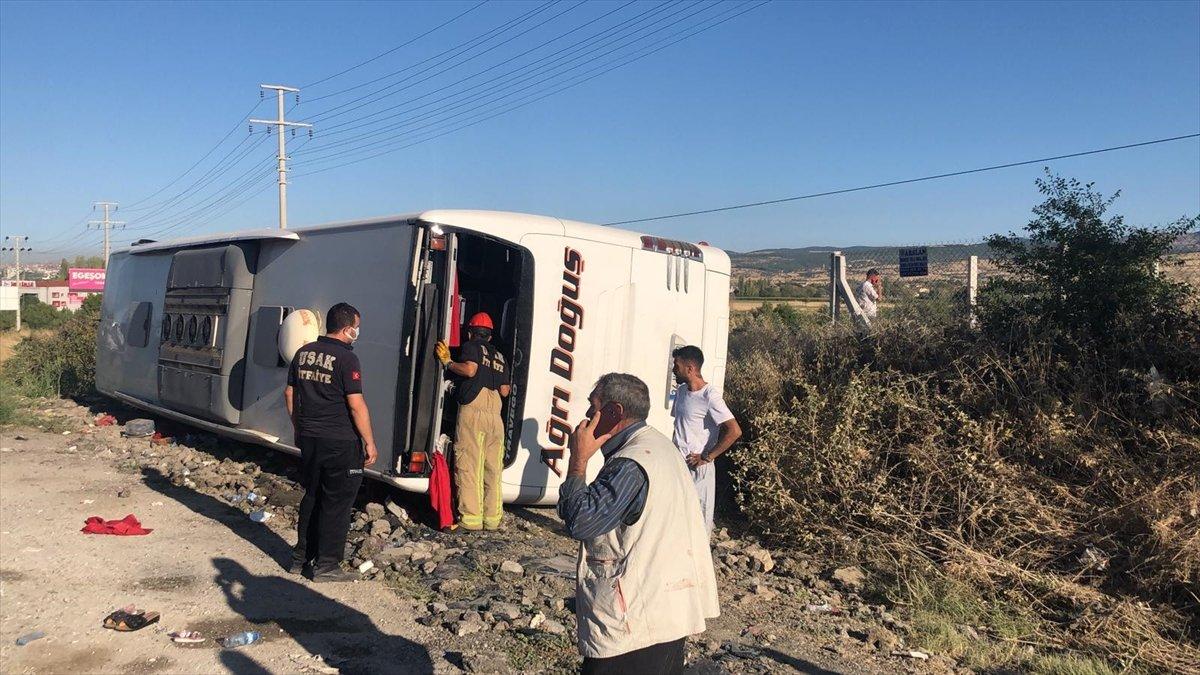 Uşak ta otobüs şarampole yuvarlandı: 30 yaralı #1