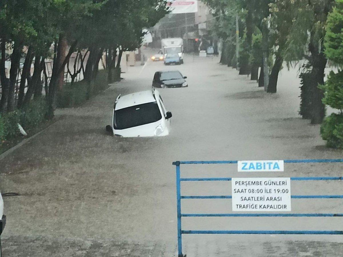 Kastamonu da sağanak yağışla yollar su altında kaldı #1