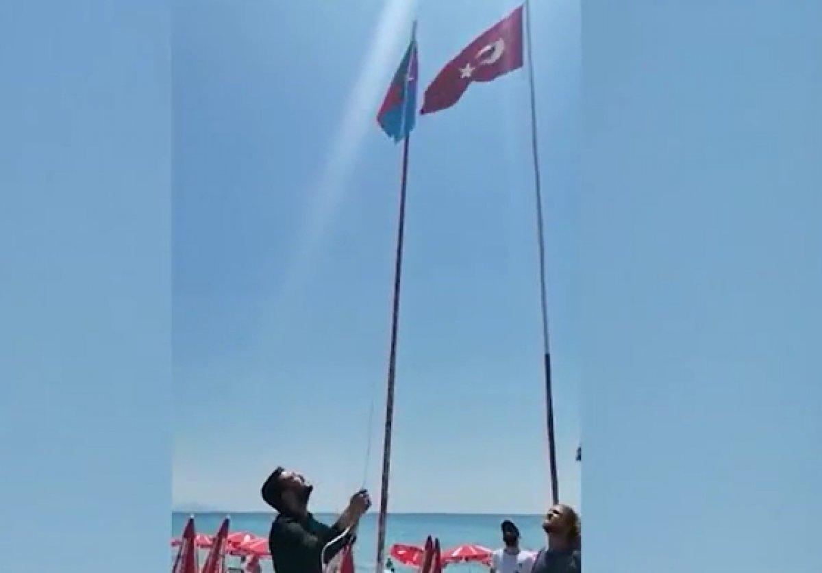 Alanya daki Afgan bayrağını indirdiler #2