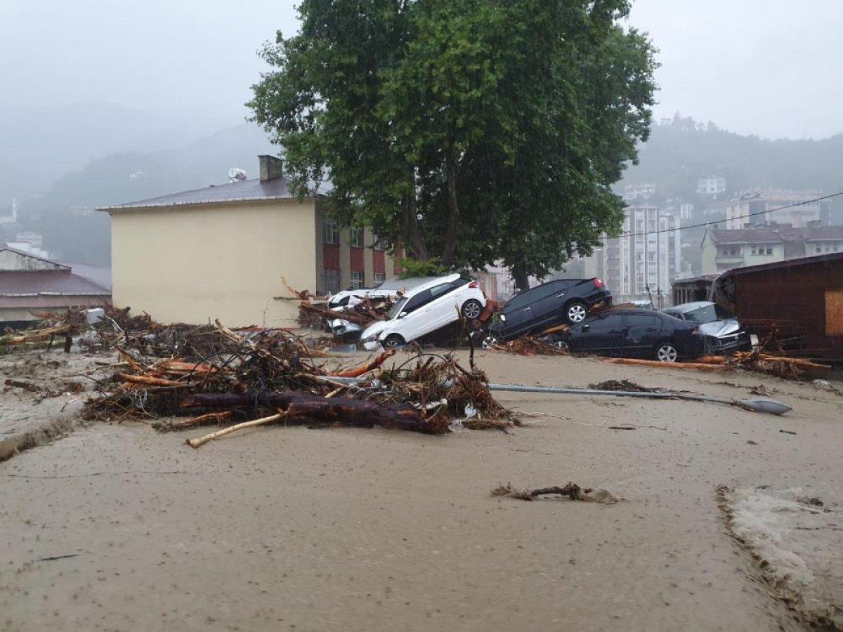 Sel sonrası Kastamonu nun Bozkurt ilçesi savaş alanına döndü #2