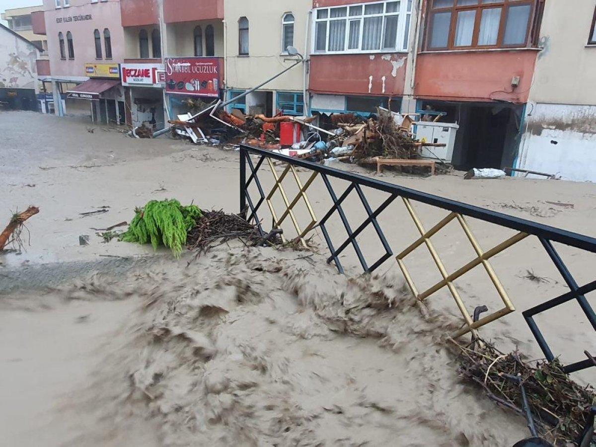 Sel sonrası Kastamonu nun Bozkurt ilçesi savaş alanına döndü #5