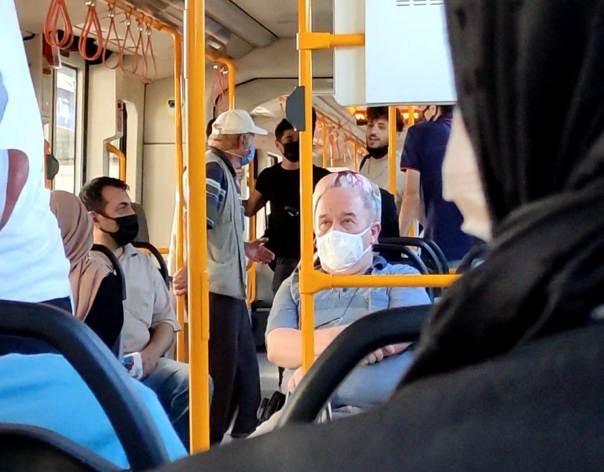 Bursa metrosunda gergin anlar: Sokak müzisyenleri yolcuları isyan ettirdi #2