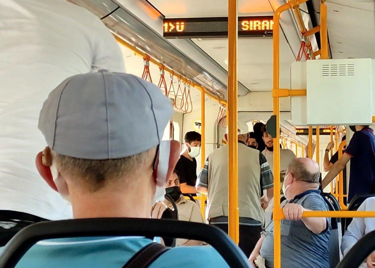 Bursa metrosunda gergin anlar: Sokak müzisyenleri yolcuları isyan ettirdi #3