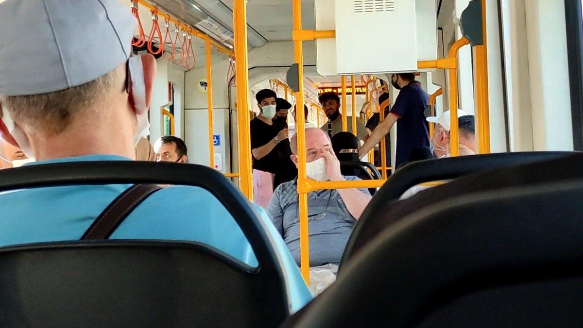 Bursa metrosunda gergin anlar: Sokak müzisyenleri yolcuları isyan ettirdi #1