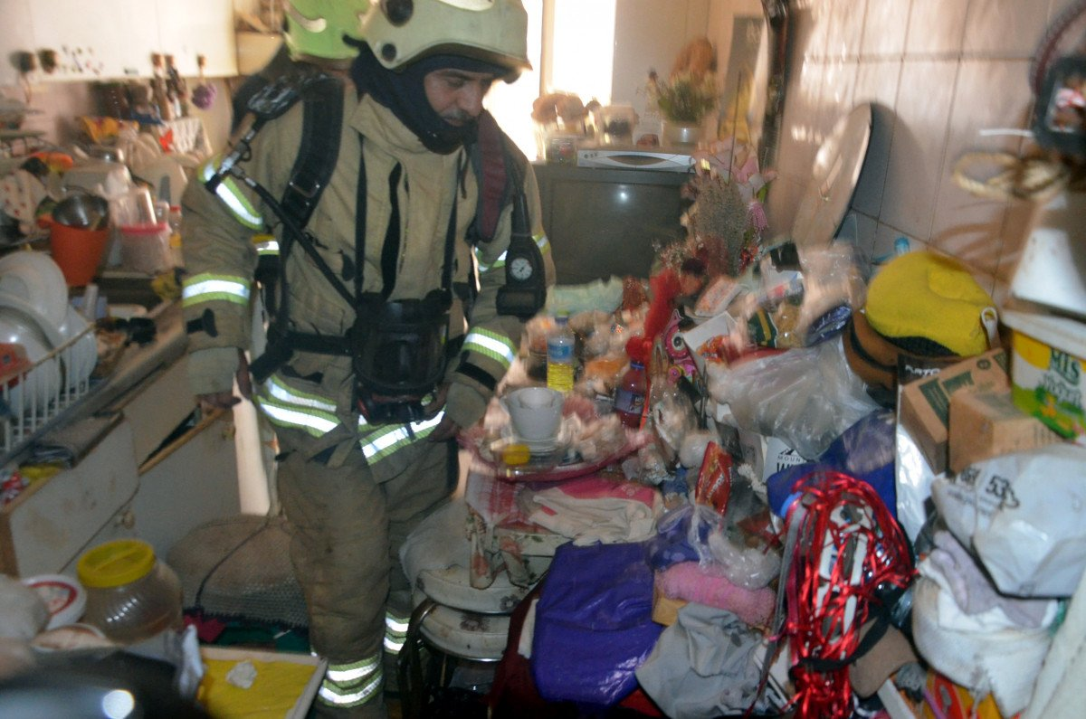 Avcılar da yangın ihbarına gittiler, çöp evle karşılaştılar #1