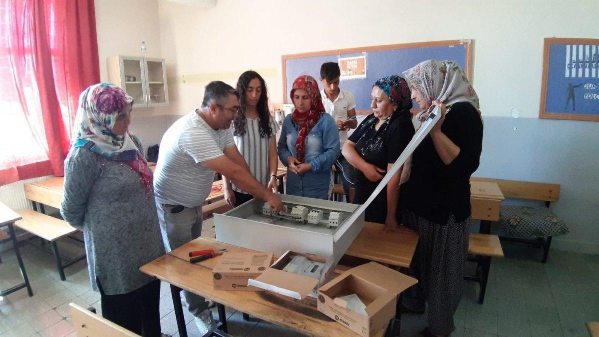 Adana da açılan elektrik kursuna kadınlar akın etti #3