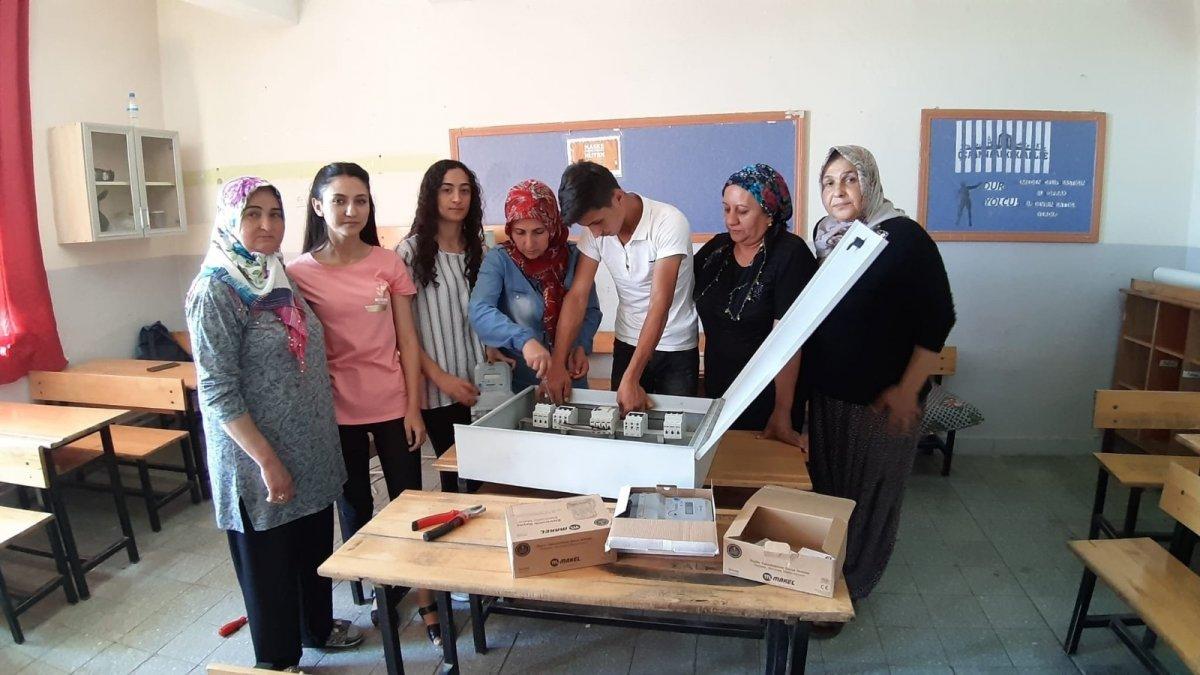 Adana da açılan elektrik kursuna kadınlar akın etti #1