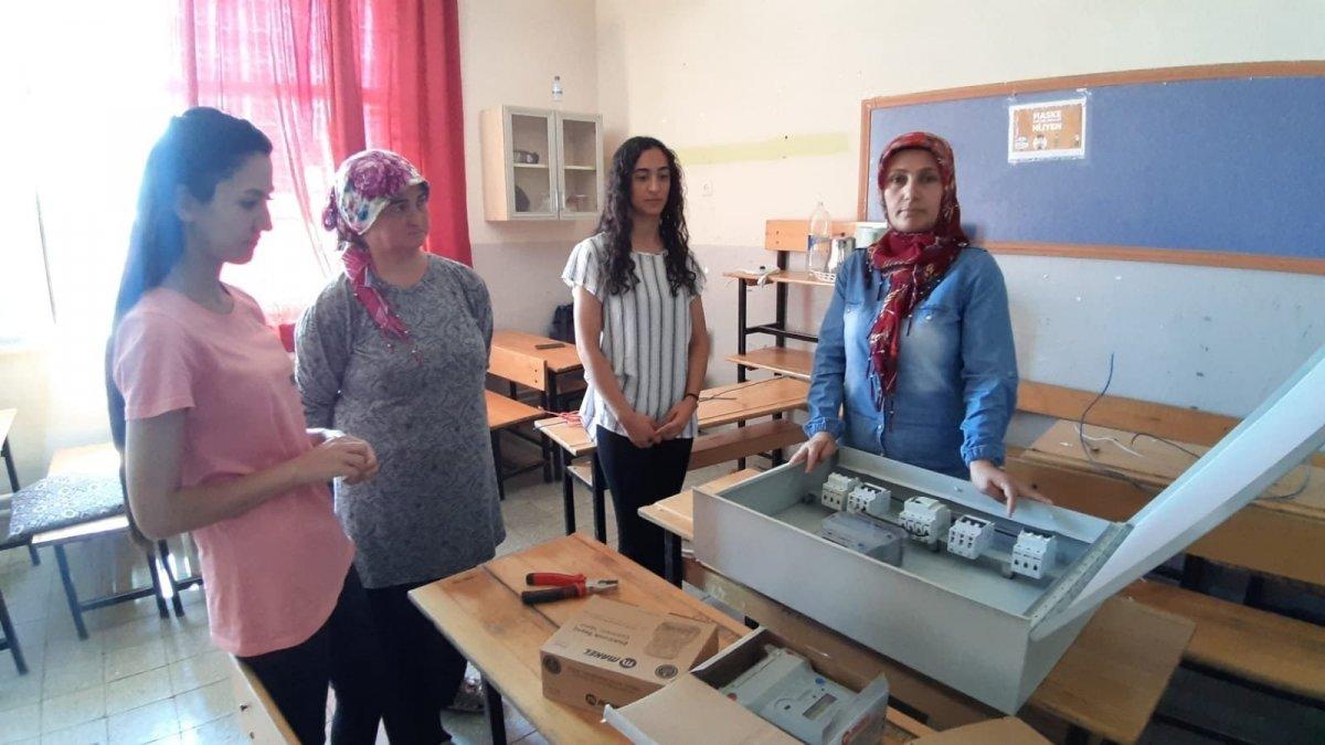 Adana da açılan elektrik kursuna kadınlar akın etti #2