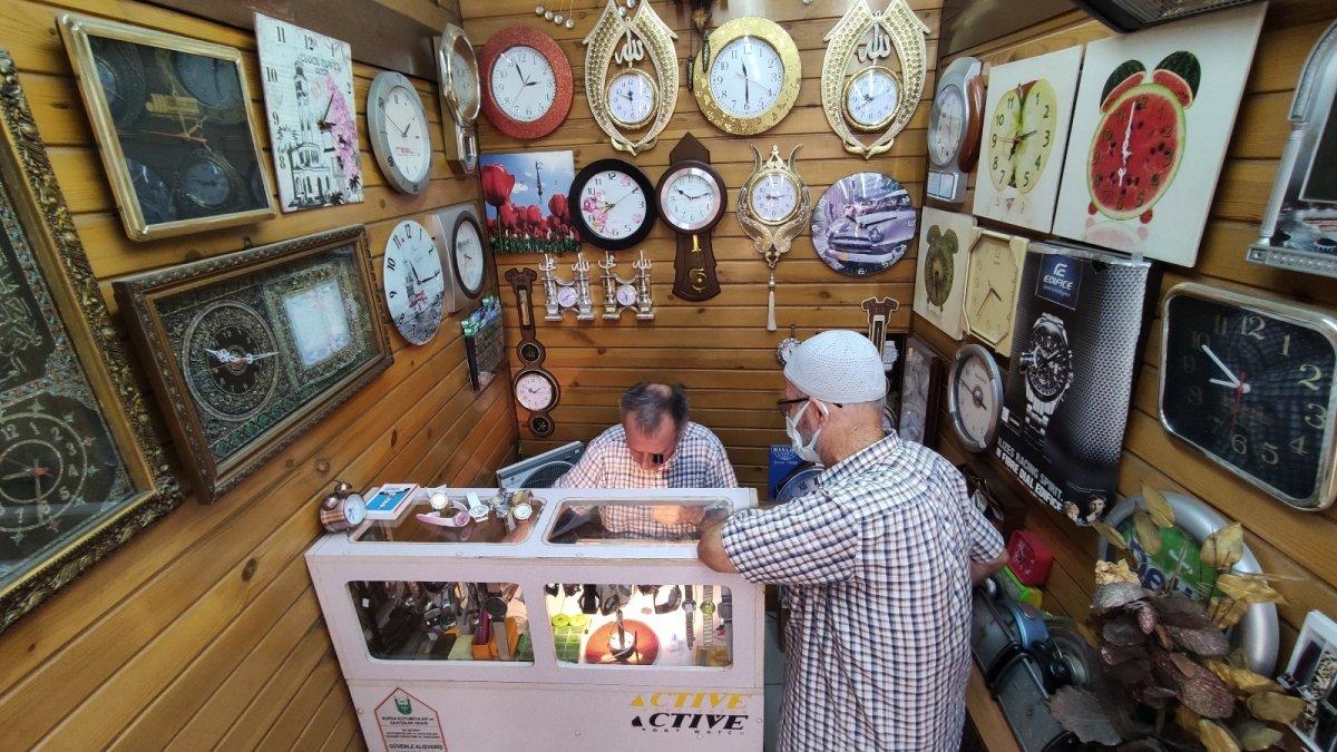 Bursa da yarım asırdır tamir ederek saatlerin ömrünü uzatıyor #1