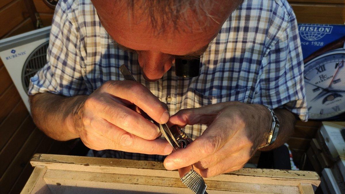 Bursa da yarım asırdır tamir ederek saatlerin ömrünü uzatıyor #4