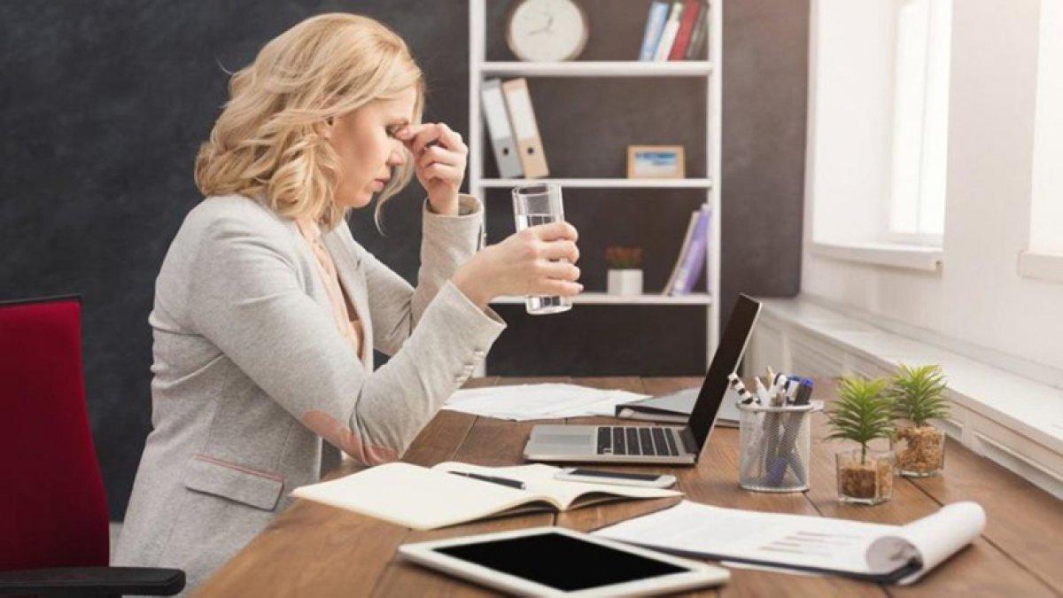 Koronavirüse davetiye çıkarıyor: Yüze dokunma alışkanlığı nasıl bırakılır? #1