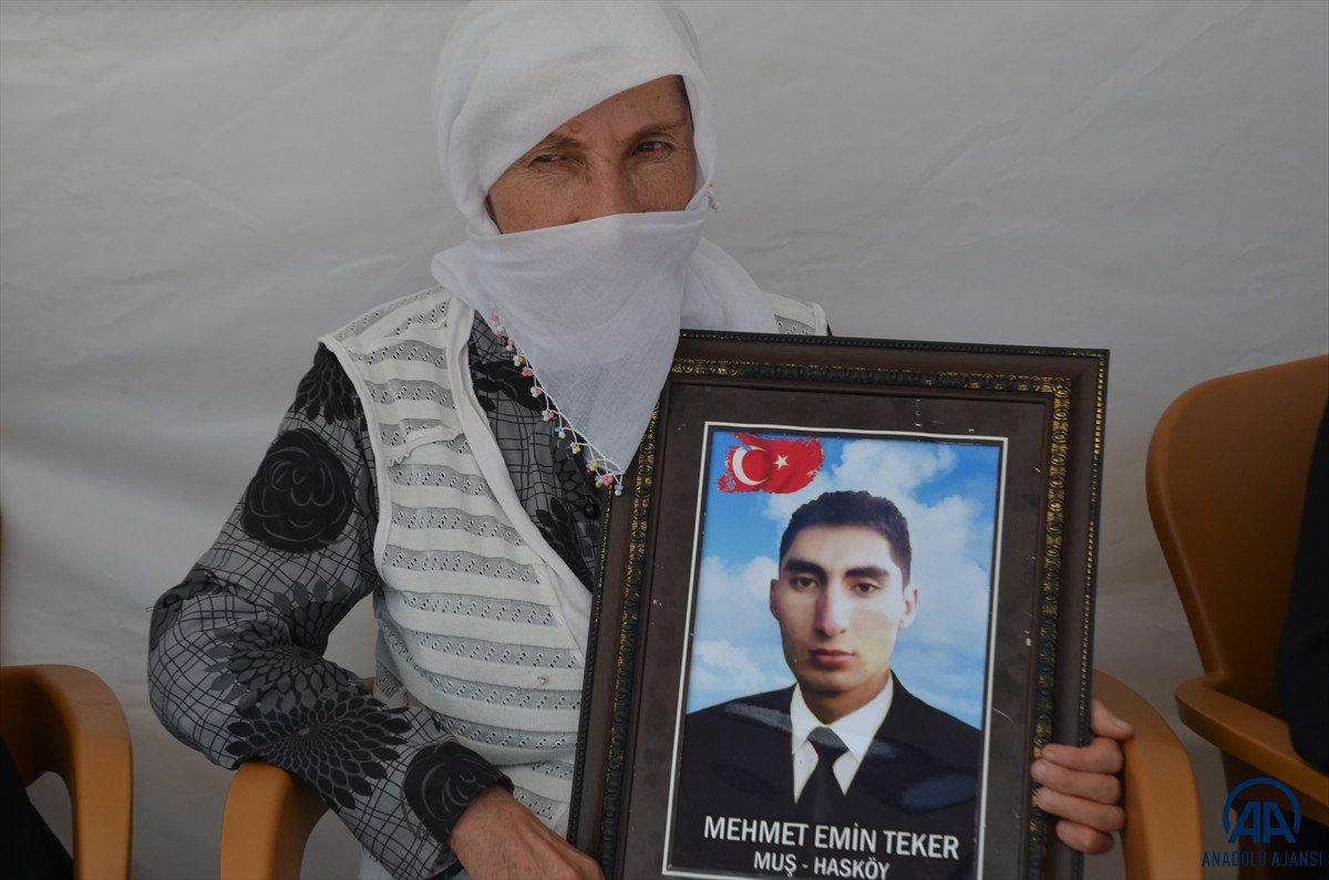 Muş ta çocukları PKK lılarca dağa kaçırılan aileler HDP binası önünde eylem yaptı #7