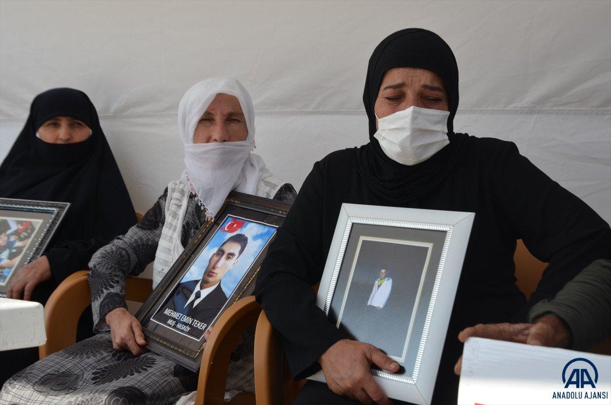 Muş ta çocukları PKK lılarca dağa kaçırılan aileler HDP binası önünde eylem yaptı #11