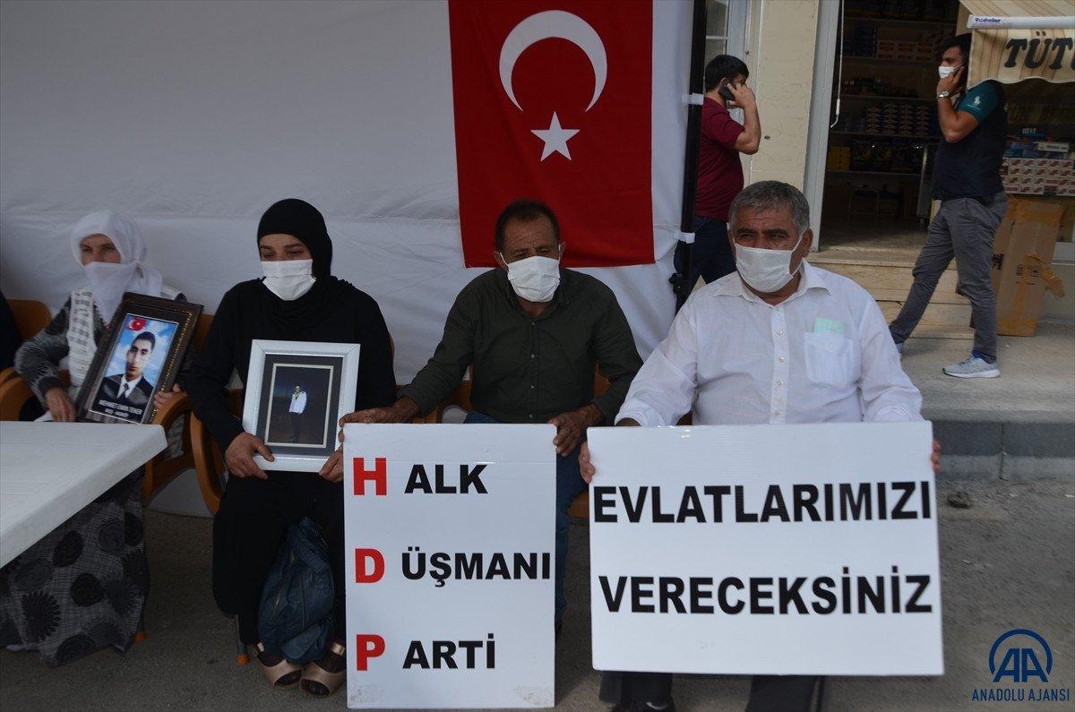 Muş ta çocukları PKK lılarca dağa kaçırılan aileler HDP binası önünde eylem yaptı #4
