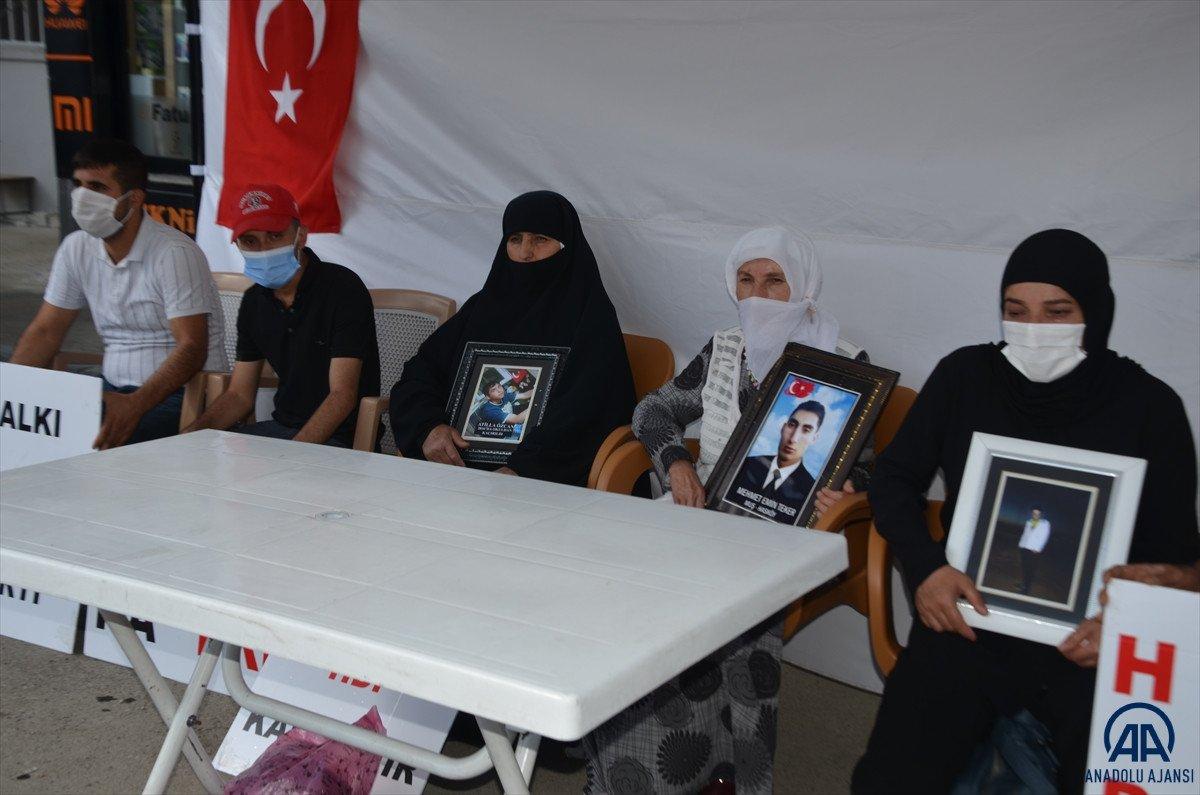 Muş ta çocukları PKK lılarca dağa kaçırılan aileler HDP binası önünde eylem yaptı #5
