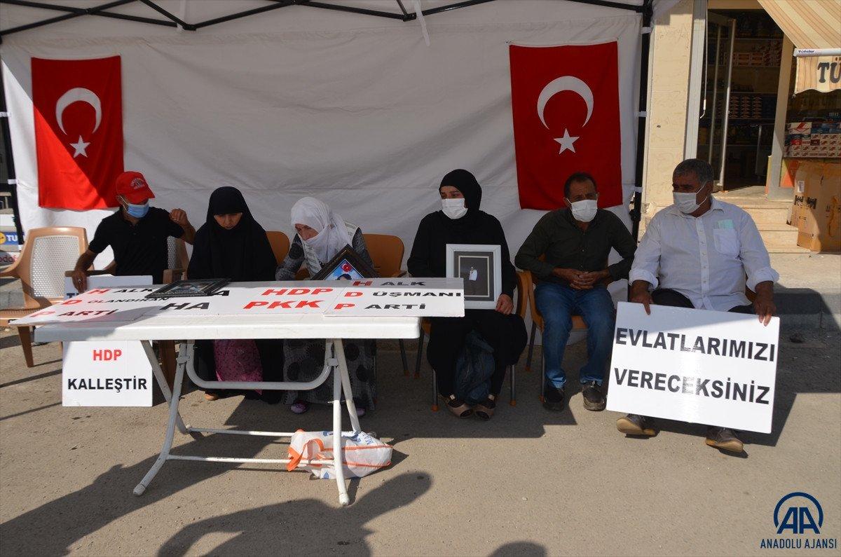 Muş ta çocukları PKK lılarca dağa kaçırılan aileler HDP binası önünde eylem yaptı #1