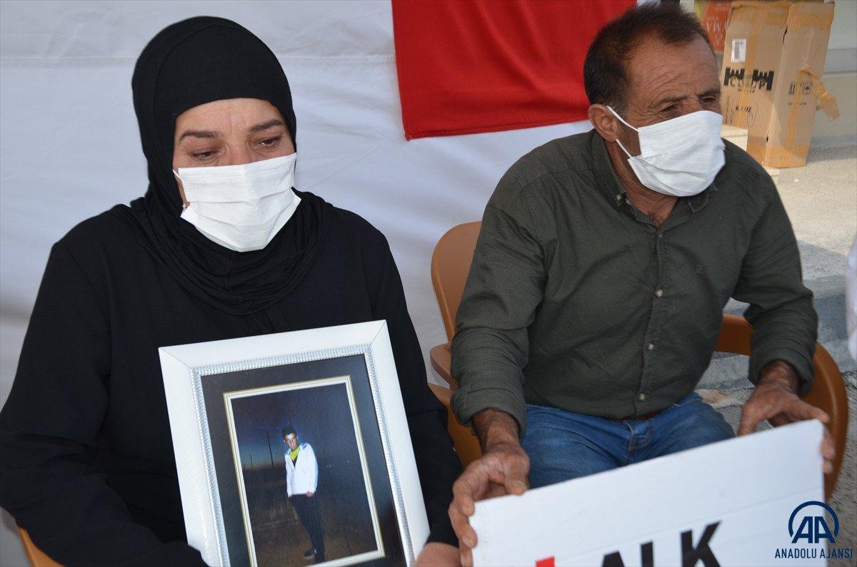 Muş ta çocukları PKK lılarca dağa kaçırılan aileler HDP binası önünde eylem yaptı #6
