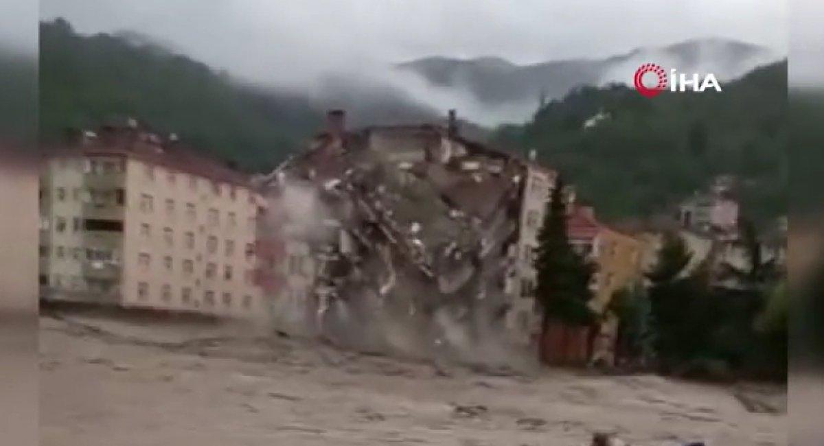 Kastamonu da binanın yıkılma anı #1