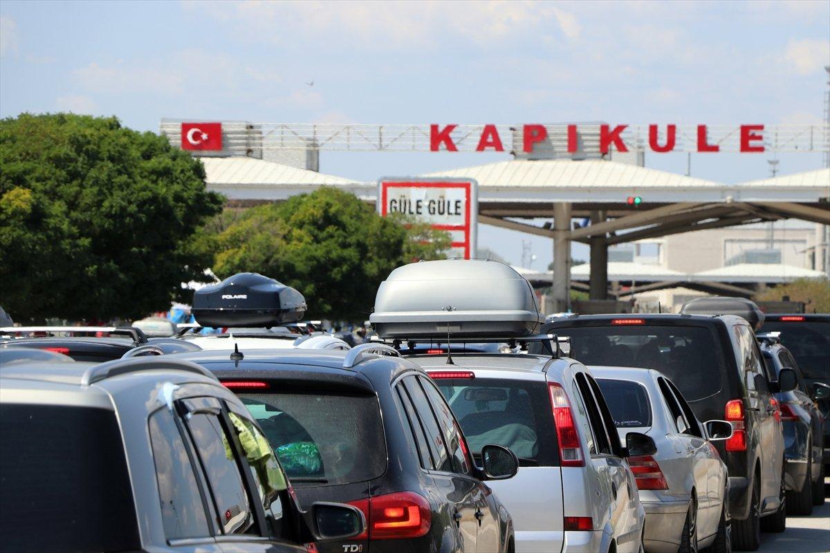 Dönüş yoluna geçen gurbetçiler Türkiye den hüzünle ayrılıyor #2
