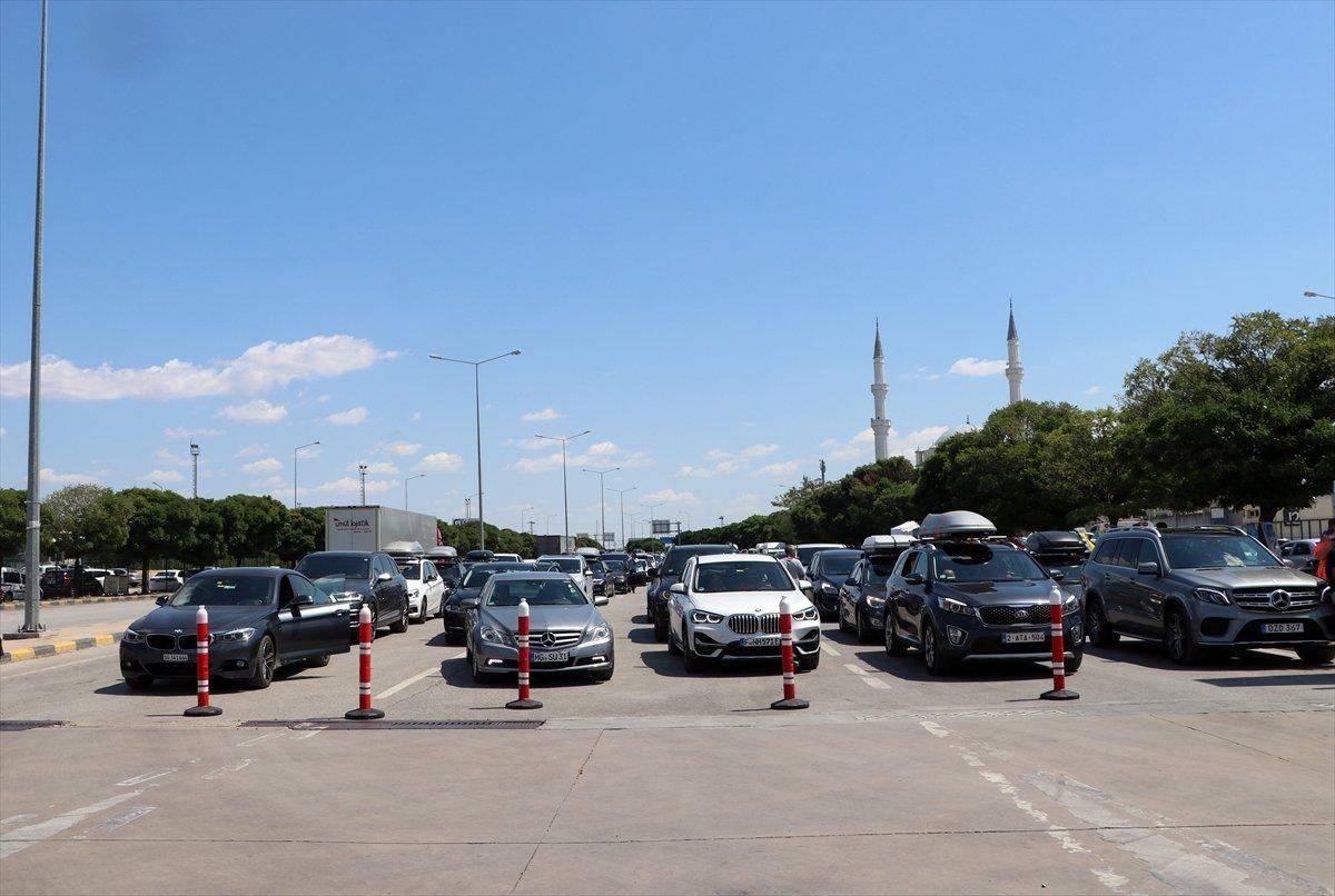 Dönüş yoluna geçen gurbetçiler Türkiye den hüzünle ayrılıyor #1